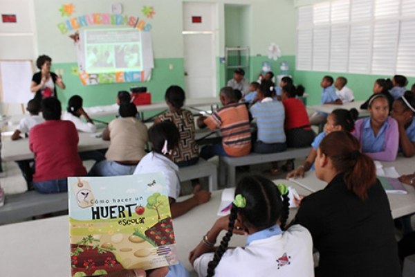 Students from the Escuela Básica Concepción Bona Participates in the Induction Workshop of  EcoHuertos Program